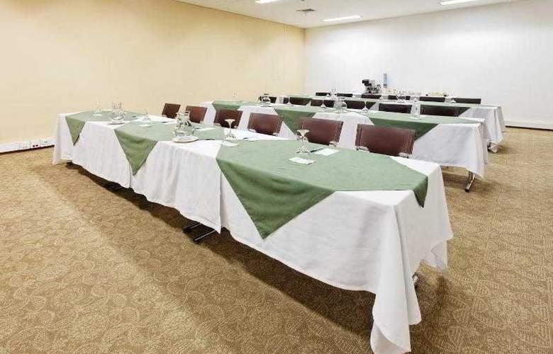 Holiday Inn Express Medellin - Hotel - 12