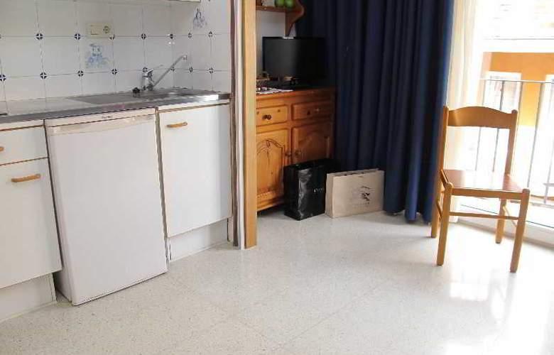 Santi Apartamentos - Room - 6