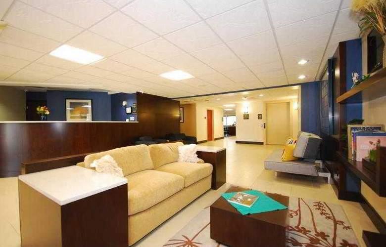 Berkshire Hills Inn & Suites - Hotel - 56