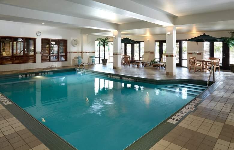 Hampton Inn & Suites Montreal - Pool - 3