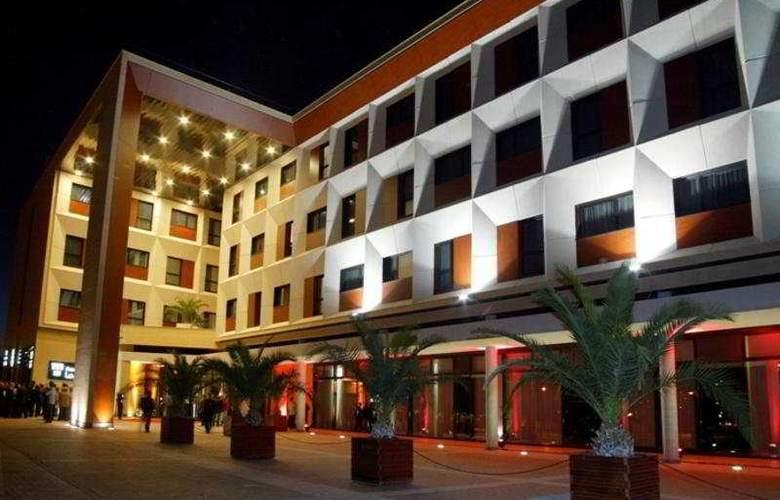Las Artes - Hotel - 0