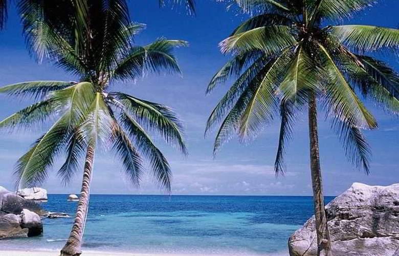 Charm Churee Villa Rustic Resort & Spa - Beach - 6