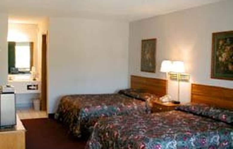 Quality Inn - On the Strip - Room - 2