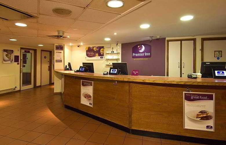Premier Inn Gatwick Airport Central - General - 1