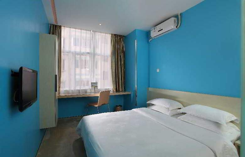 Colour - Room - 3