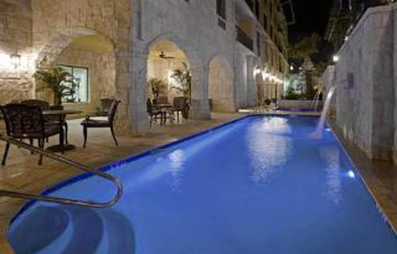 Comfort Suites Alamo/Riverwalk - Pool - 4