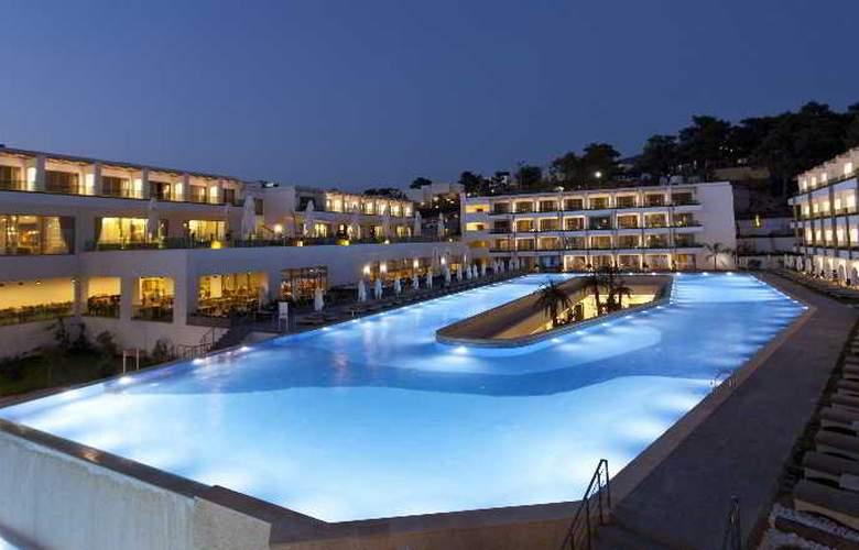 Thor Luxury Hotel & Villas - Pool - 17