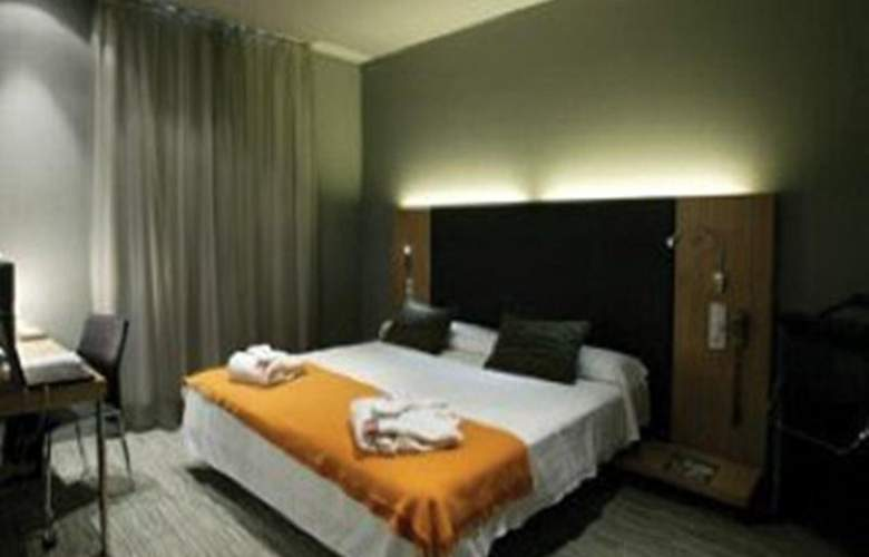 Petit Palace Tres Cruces - Room - 17