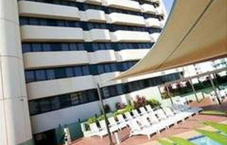 Hilton Darwin - Pool - 3