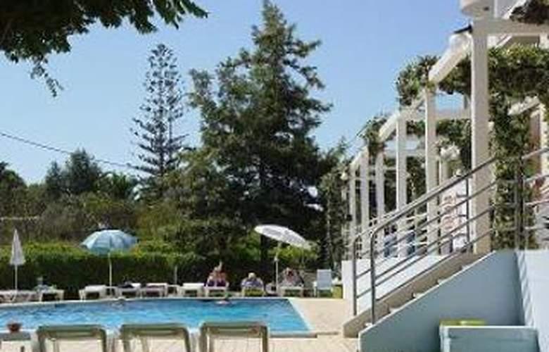 Apartamentos Maralvor - Pool - 2