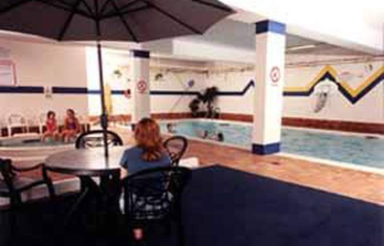 Quality Inn & Conference Centre Downtown Sudbury - Pool - 5