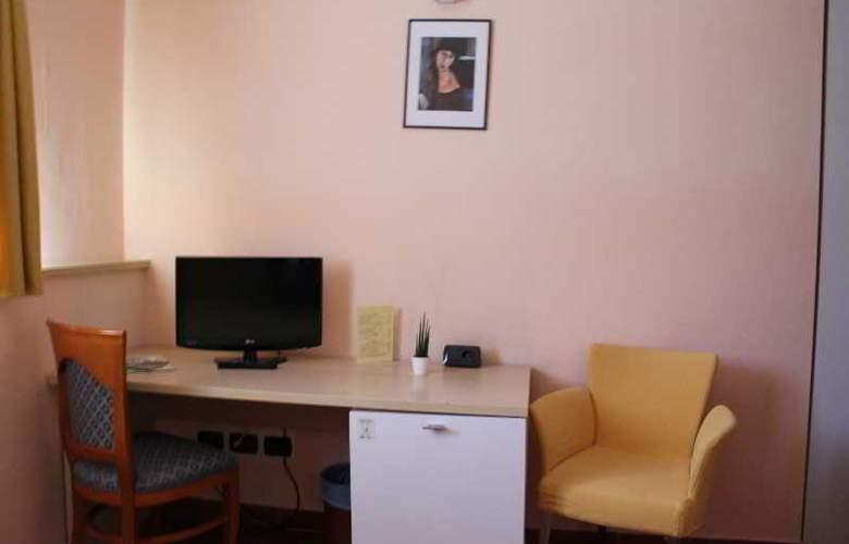 Lizard Hotel - Room - 2