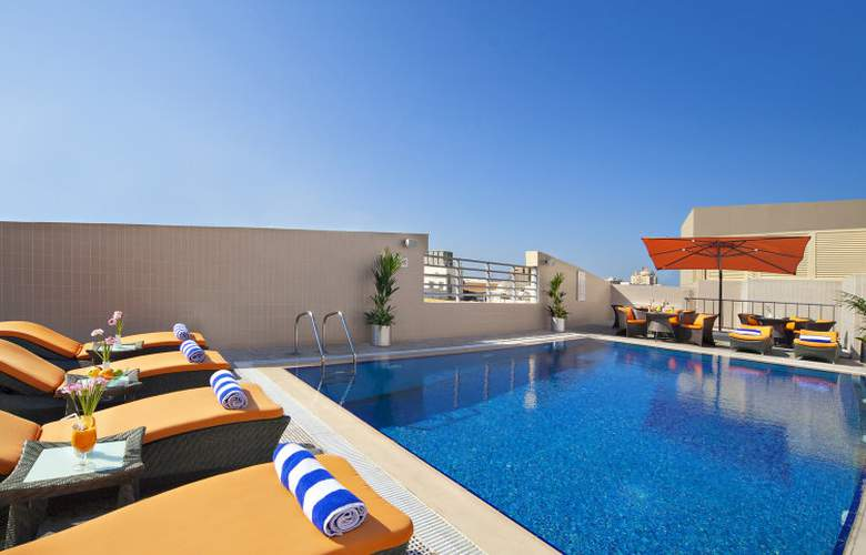 Landmark Grand Hotel - Pool - 2