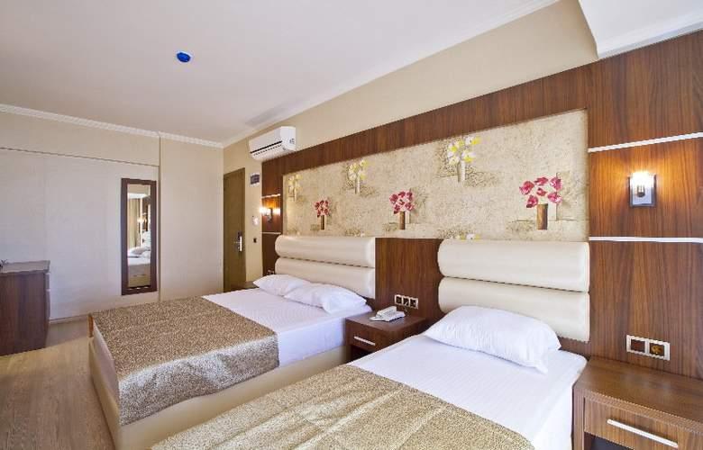 Malibu Beach - Room - 8