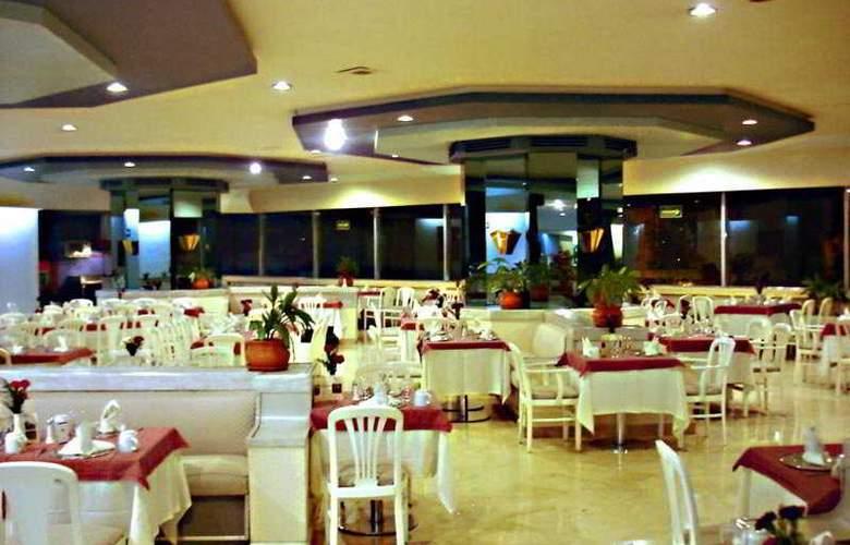 Del Prado - Restaurant - 5