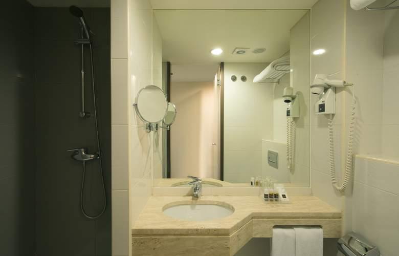 Turim Luxe - Room - 18