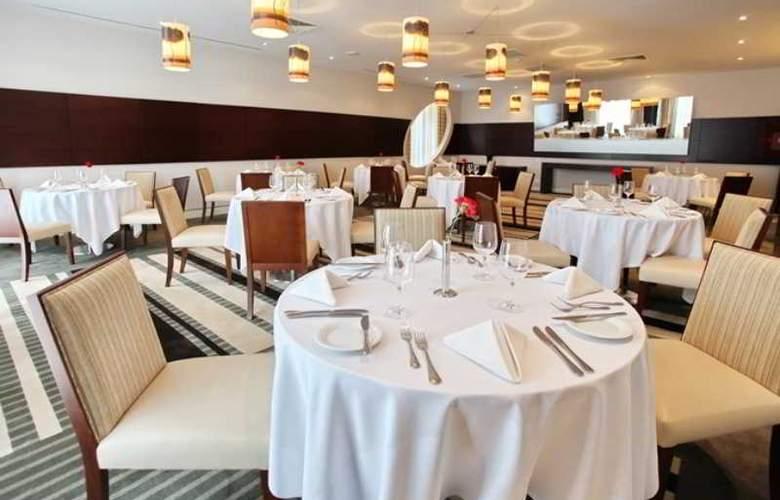 Holiday Inn Sofia - Restaurant - 71