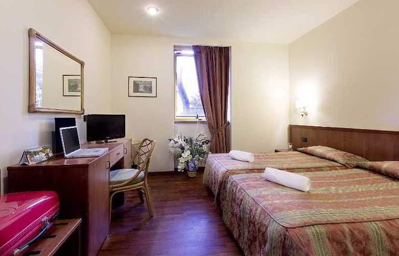 Tivoli - Room - 8