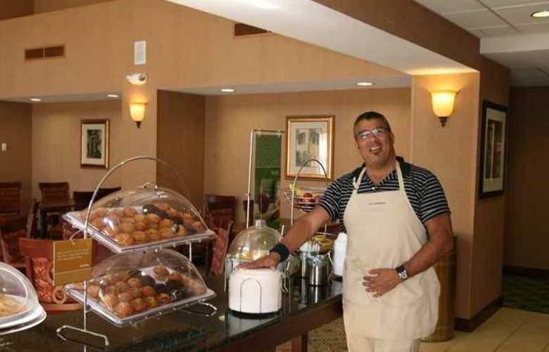 Hampton Inn & Suites Berkshires Lenox - Hotel - 6