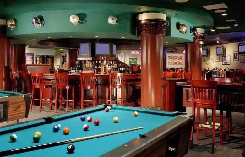 Hilton East Brunswick Hotel & Executive Meeting - Bar - 14