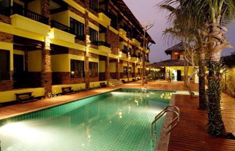 Motive Cottage Resort - Pool - 8