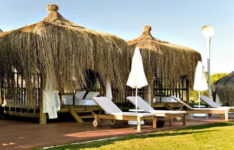 Gloria Verde Resort - Beach - 17