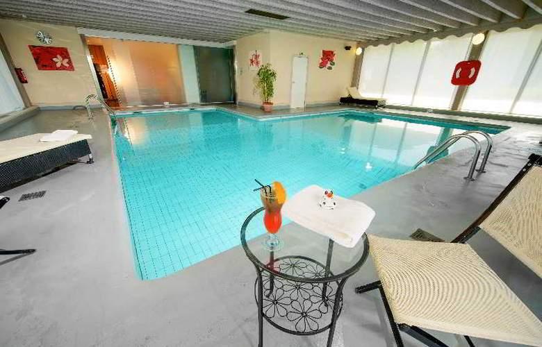 Van der Valk Antwerpen - Pool - 12