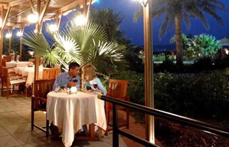 Le Meridien Al Aqah Beach Resort - Restaurant - 5