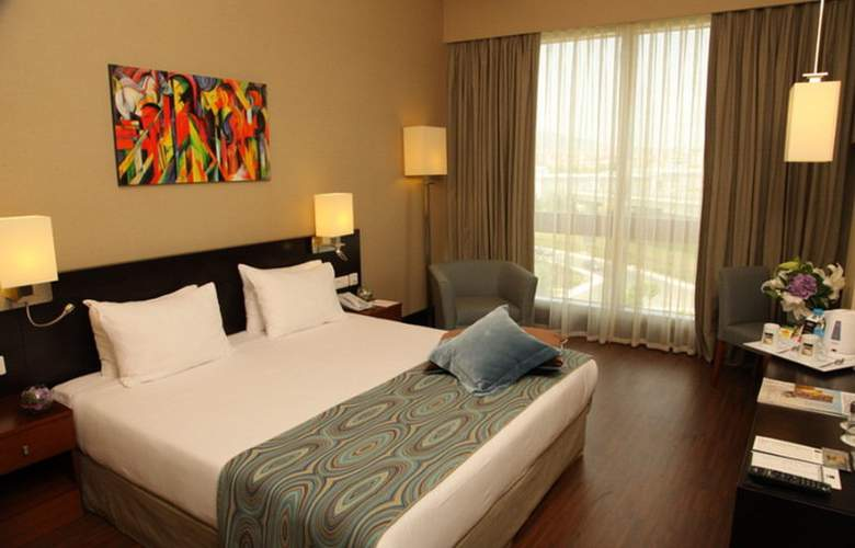 ISG Airport Hotel - Room - 1