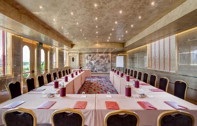 Royal Garden Hotel - Conference - 7