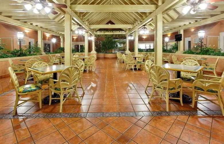 Holiday Inn Express Ciudad Victoria - Restaurant - 23