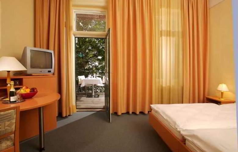 Zipser - Room - 7