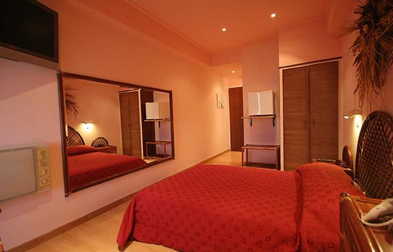 Airport Hotel Les Amis - Room - 2