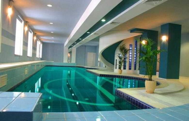 Grand Hotel Kazan - Pool - 5