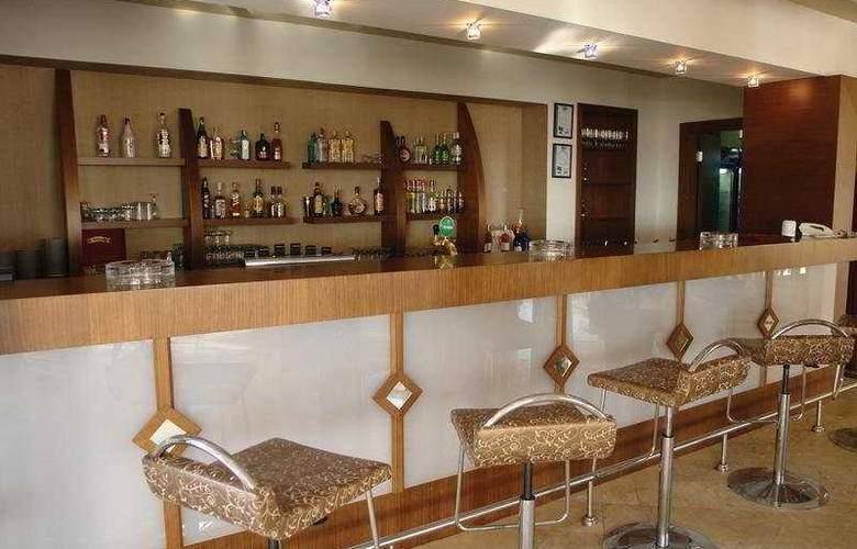 Crystal Flora Beach Resort - Bar - 6