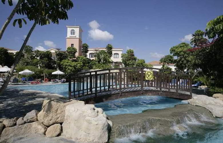 Avanti Village - Pool - 8