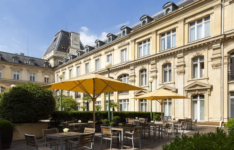 Crowne Plaza Paris - Republique - Terrace - 6
