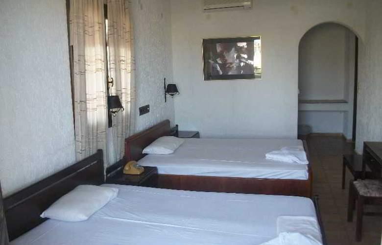 Efi - Room - 2