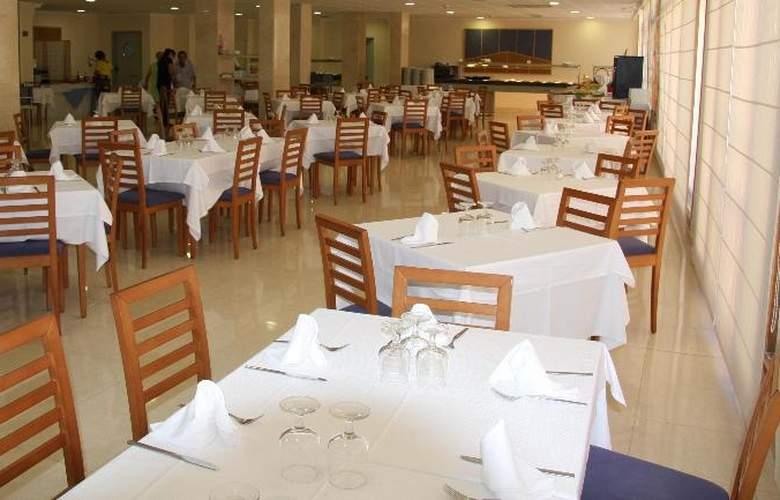 Los Robles - Restaurant - 18