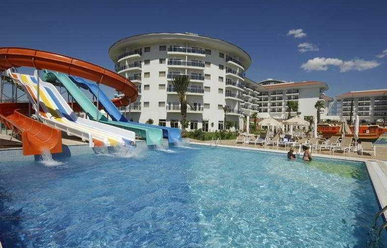 Sea World Resort & Spa - Pool - 4