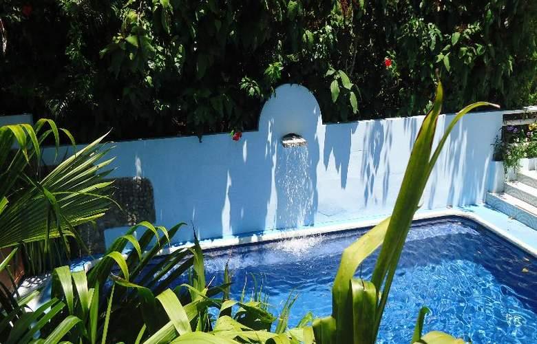 Mandarina - Pool - 39