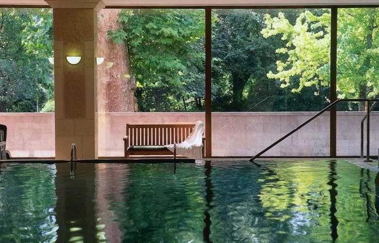 Danubius Grand Hotel Margitsziget - Pool - 3