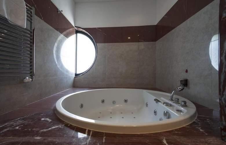 Grand Hotel La Chiusa Di Chietri - Room - 13