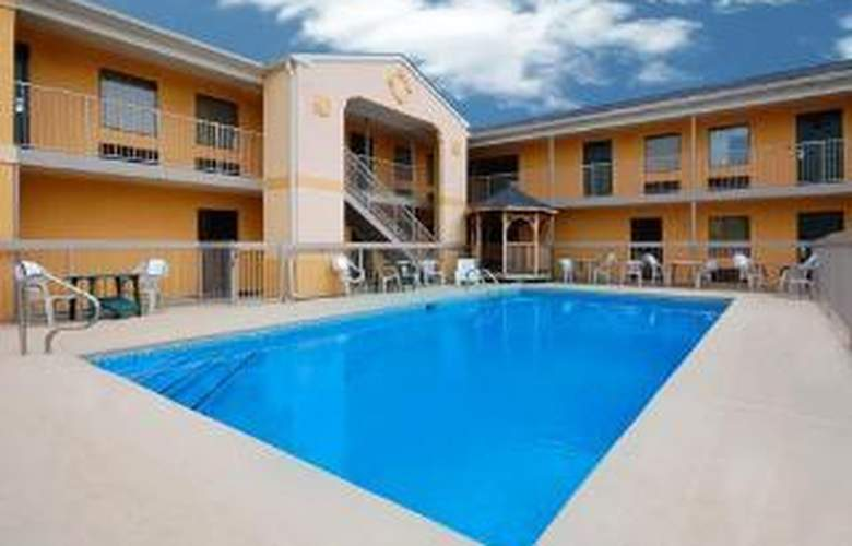 Quality Inn at Fort Gordon - Pool - 4