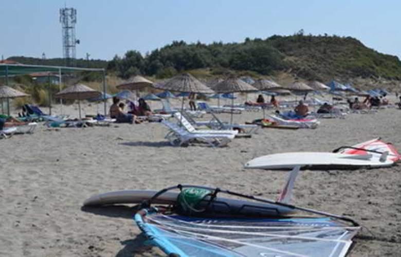 Kum Hotel - Beach - 5