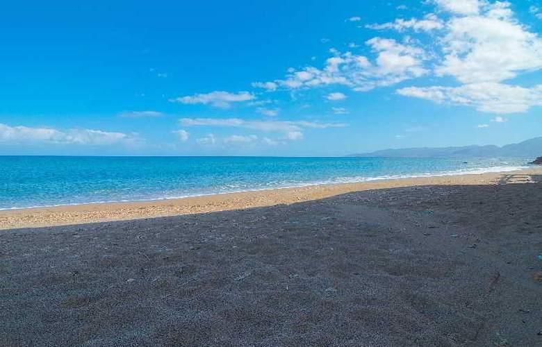 Blue Island Hotel - Beach - 11