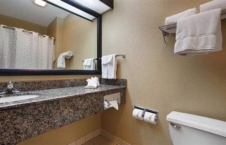 Best Western Plus Macomb Inn - Room - 35