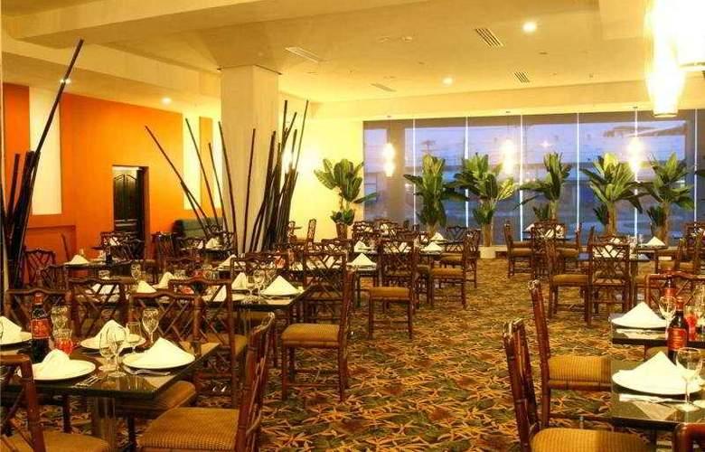 Four Points by Sheraton Colon - Restaurant - 9