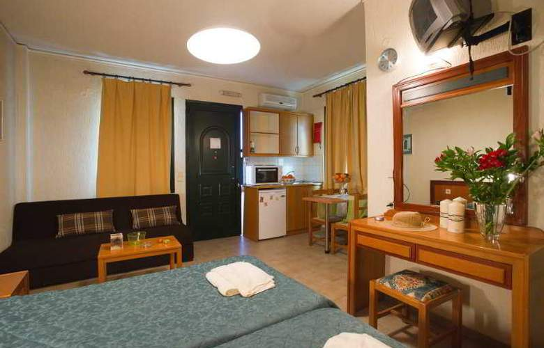 Rainbow Apartments - Room - 11