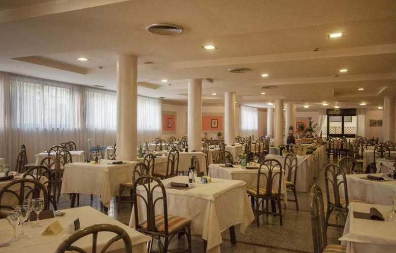 Rina - Restaurant - 3